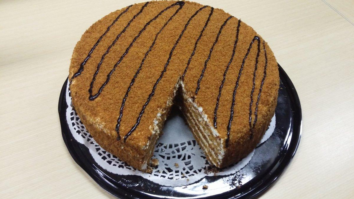 """عاشق مطاعم ar Twitter: """"الكيكة الشيشانية لذييذة و هشة انصح بها بقوة بمحل  حلوى كيان توة فاتح من اسبوع بالروضة شارع الكهرباء جنب فرصه للتوفير  https://t.co/zHwd88BSqS"""""""