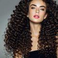 لصاحبات الشعر الكيرلي.. 5 نصائح لتجاعيد شعر أوضح -...