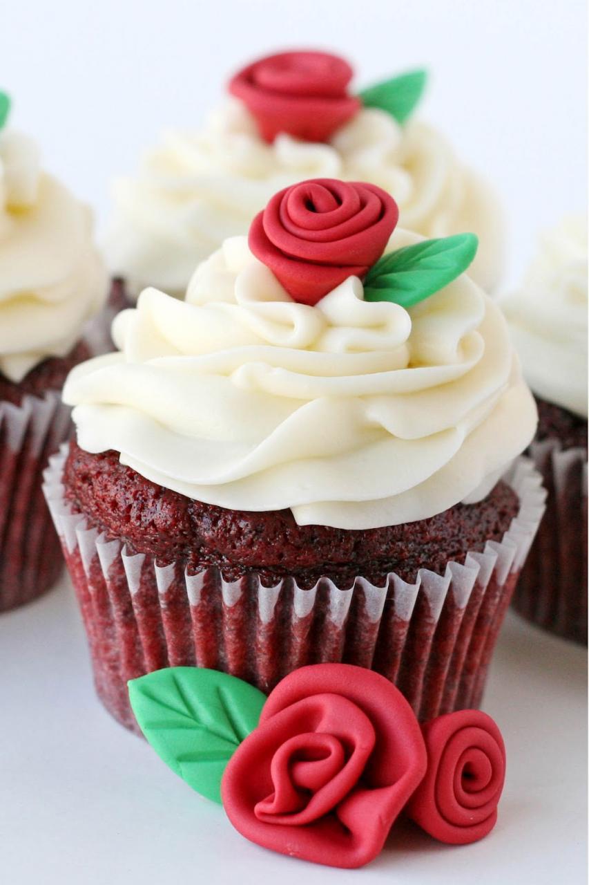 كب كيك Cupcake: كيف نصنع و رده مع و رقه شجر بسيطة على السريع
