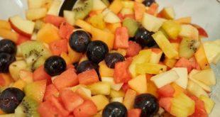 سلطة الفواكه اللذيذه مع الصوص المميز لاتفوتكم